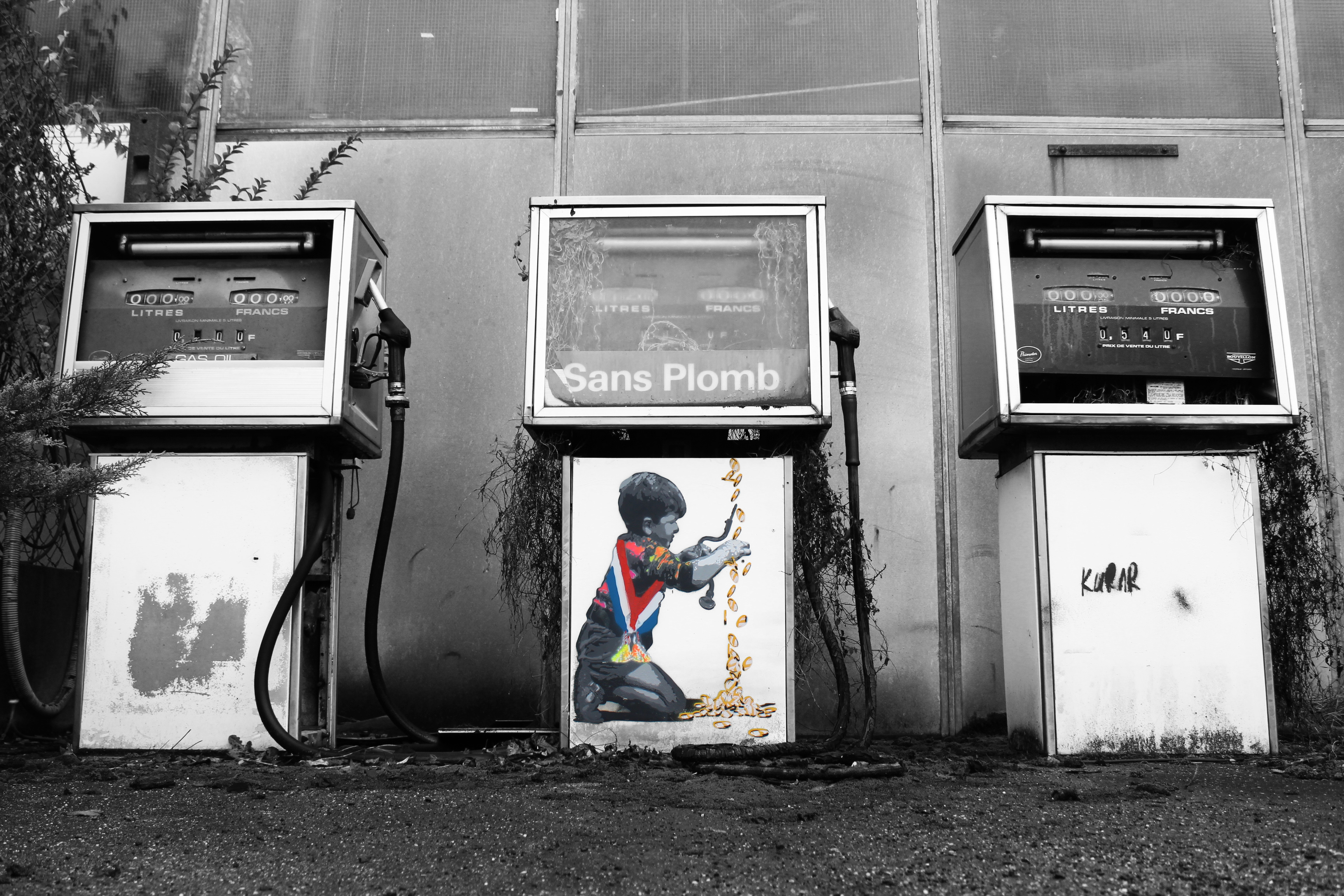 kurar street art 'cash machine""